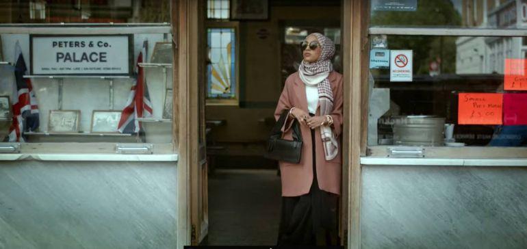 Общество, В Стокгольме протестовали против хиджаба в новой рекламе H&M | В Стокгольме протестовали против хиджаба в новой рекламе H&M