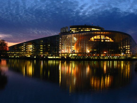 Бизнес, Европарламент одобрил отмену телефонного роуминга между странами ЕС | Европарламент одобрил отмену телефонного роуминга между странами ЕС