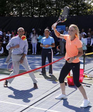 Общество, Датская теннисистка Каролин Возняцки сыграла в теннис с Бараком Обамой | Датская теннисистка Каролин Возняцки сыграла в теннис с Бараком Обамой