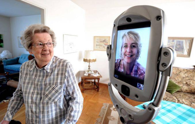 Общество, В Швеции испытывают робота-сиделку   В Швеции испытывают робота-сиделку