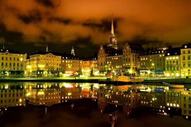 Общество, В Швеции любителя разгуливать голышом выселили из квартиры | В Швеции любителя разгуливать голышом выселили из квартиры