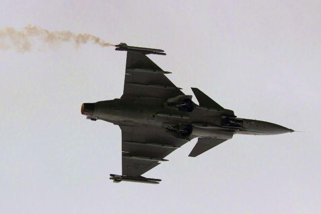 Калейдоскоп, Шведский истребитель ВВС Венгрии совершил аварийную посадку |  Шведский истребитель ВВС Венгрии совершил аварийную посадку