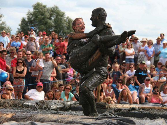 Калейдоскоп, Чемпионат по перетаскиванию жен в Финляндии соберет рекордное число участников |