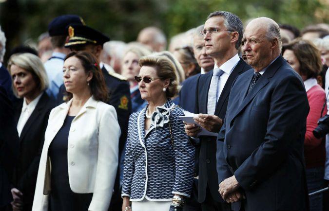 Общество, Королева Соня пришла на помощь норвежским подросткам |