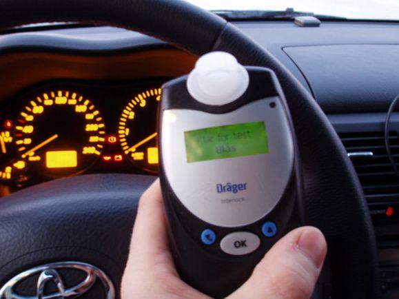 Калейдоскоп, Шведский полицейский заставил пассажира автомобиля «дуть в трубочку» | Шведский полицейский заставил пассажира автомобиля «дуть в трубочку»
