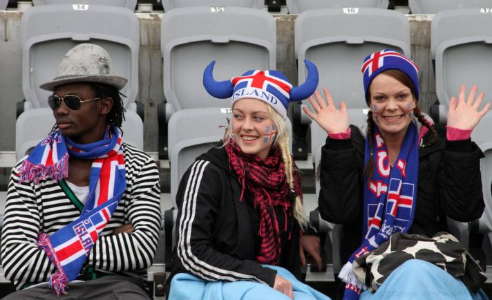 Калейдоскоп, Исландские полицейские велели футболистам сборной страны отправляться спать | Исландские полицейские велели футболистам сборной страны отправляться спать