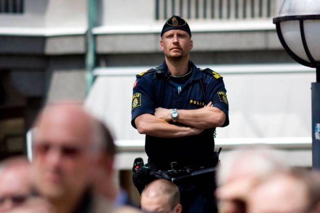 Калейдоскоп, Шведский полицейский отпустил задержанного, потому что пятница - короткий день | Шведский полицейский отпустил задержанного, потому что пятница - короткий день