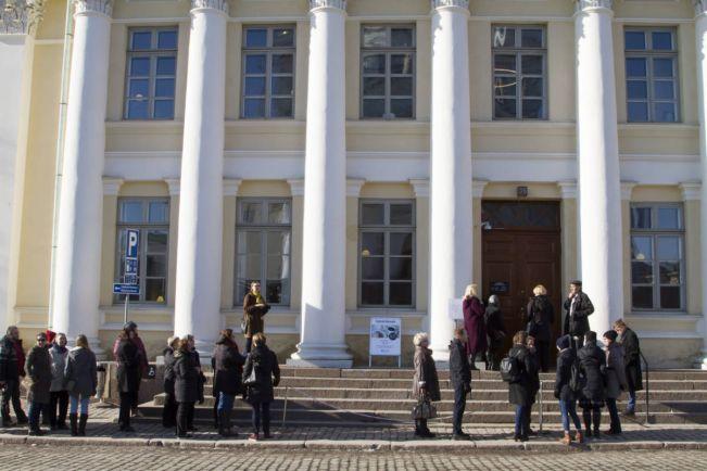 Культура, В историческое здание Национальной библиотеки Финляндии выстроилась очередь | В историческое здание Национальной библиотеки Финляндии выстроилась очередь