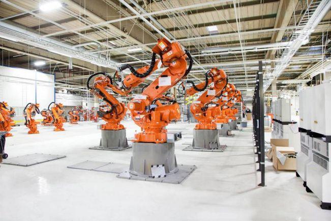 Бизнес, Шведско-швейцарские роботы будут собирать Мерседесы в Финляндии | Шведско-швейцарские роботы будут собирать Мерседесы в Финляндии