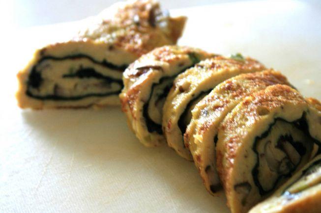 Рецепты, Sienimunakaskaaryle - яичный рулет с грибной начинкой | Sienimunakaskaaryle - яичный рулет с грибной начинкой