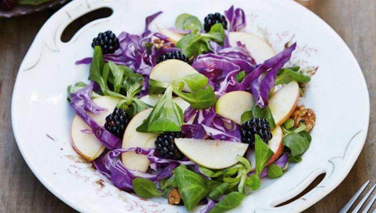 Рецепты, Датский салат с яблоками и ежевикой | Датский салат с яблоками и ежевикой