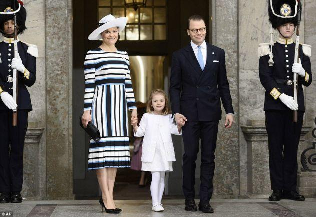 Общество, Звездой дня рождения короля Швеции стала его внучка Эстель   Звездой дня рождения короля Швеции стала его внучка Эстель