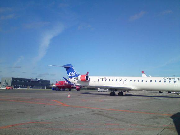 Бизнес, Авиакомпания SAS отменяет десятки рейсов в аэропорту Копенгагена | Авиакомпания SAS отменяет десятки рейсов в аэропорту Копенгагена