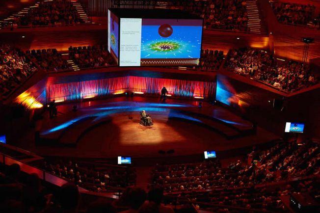 Общество, В Копенгагене с аншлагом прошла лекция Стивена Хокинга | В Копенгагене с аншлагом прошла лекция Стивена Хокинга