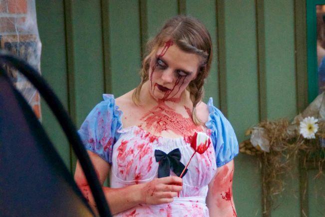 Туризм, Парк аттракционов в центре Хельсинки заполнили зомби   Парк аттракционов в центре Хельсинки заполнили зомби