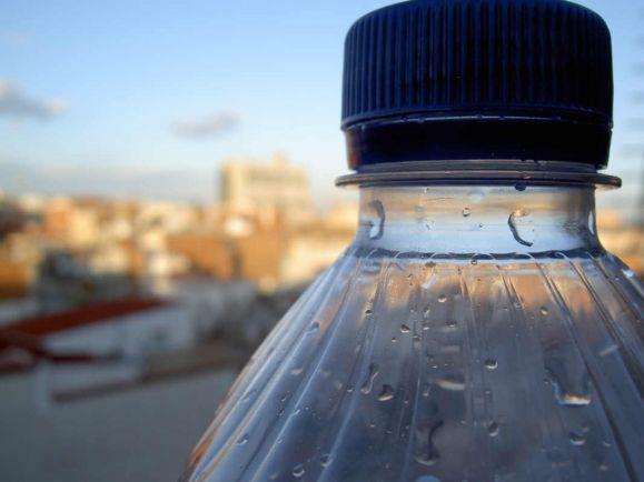Полезная информация, Датские учёные не советуют повторно использовать пластиковые бутылки | Датские учёные не советуют повторно использовать пластиковые бутылки