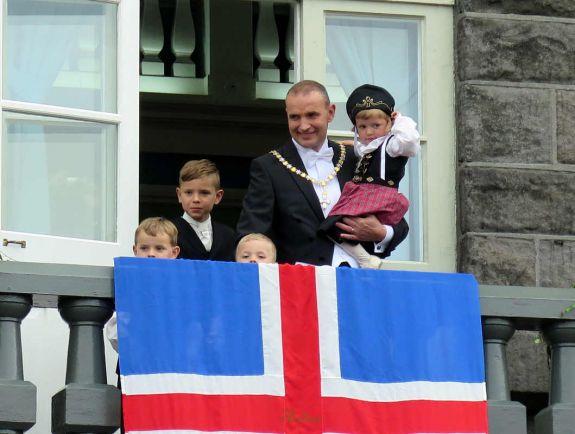 Общество, Исландский президент отказался от повышения своей зарплаты | Исландский президент отказался от повышения своей зарплаты