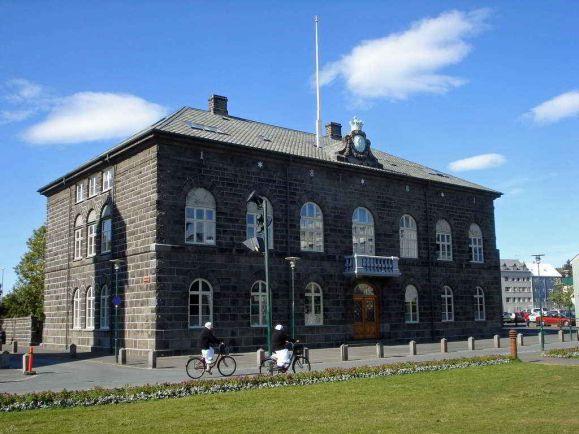Исландия первой вмире уравняет заработную плату мужчин иженщин
