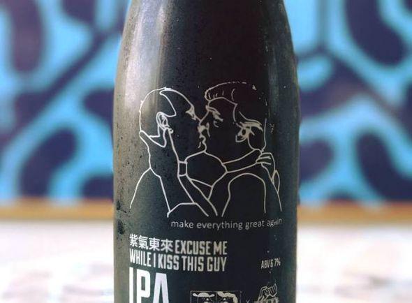 Бизнес, Датская пивоварня в поддержку геев в Чечне выпустила пиво c целующимися Путиным и Трампом | Датская пивоварня в поддержку геев в Чечне выпустила пиво c целующимися Путиным и Трампом