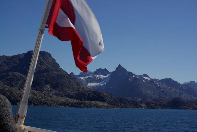 Общество, В национальный праздник Гренландии на острове приспущены государственные флаги | В национальный праздник Гренландии на острове приспущены государственные флаги